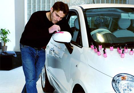 Компания Fiat провела в Великобритании рекламную кампанию в рамках вывода на рынок специальной версии модели Fiat 500 - Fiat 500 Pink