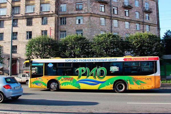 ТРЦ «РИО» проводит в Петербурге рекламную кампанию на транспорте