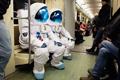 Космонавты Axe спустились с небес на землю