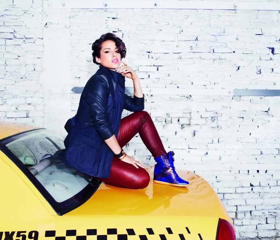 179d049dc93d Третья коллекция Reebok Classic X Alicia Keys   Новости компаний ...