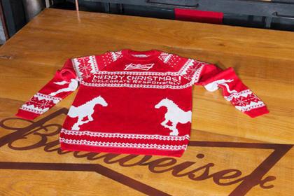 Budweiser свяжет рождественские свитеры с помощью твитов