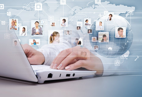 Соцсетью «ВКонтакте» пользуются 90% подростков и только 42% взрослых