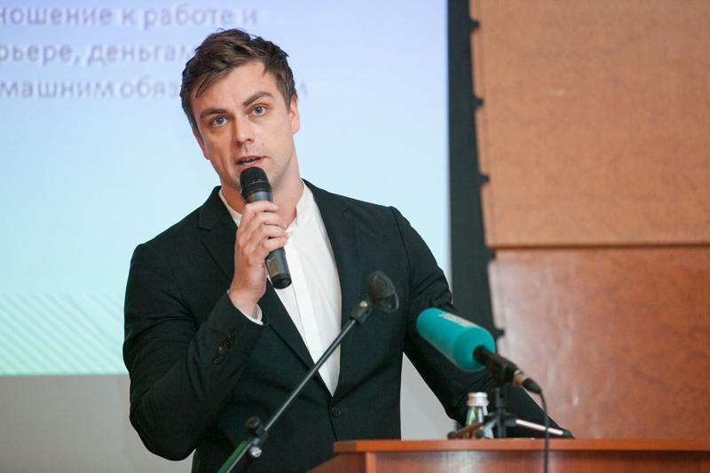 Григорий Лавров