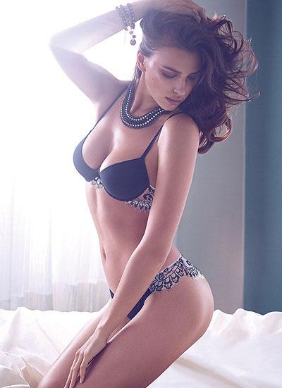 Ирина Шейк показала сексуальное нижнее белье