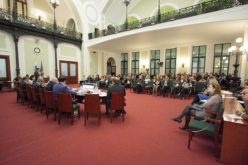 АКАР и «Русбренд» предложили Госдуме проводить предварительную оценку законодательных инициатив в области рекламы.