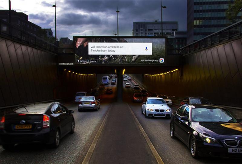 Google установил на улицах Лондона умные билборды.