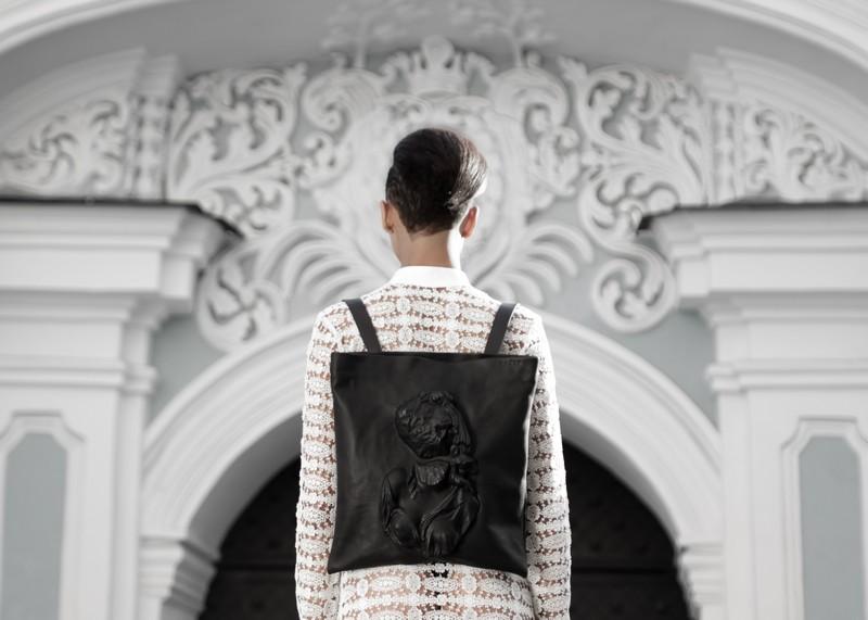 Рюкзаки в стиле барочной архитектуры.