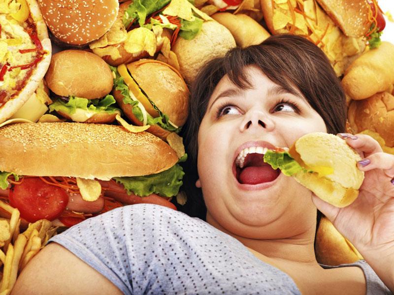 Москвичка требует со скидочных сервисов 18 млн рублей за свое ожирение.
