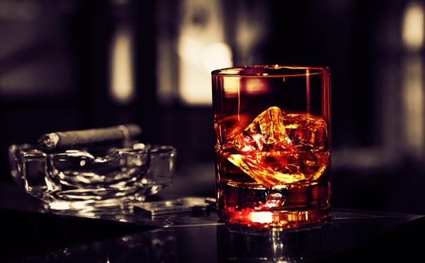 Россияне пьют меньше, отказываясь от джина и текилы.