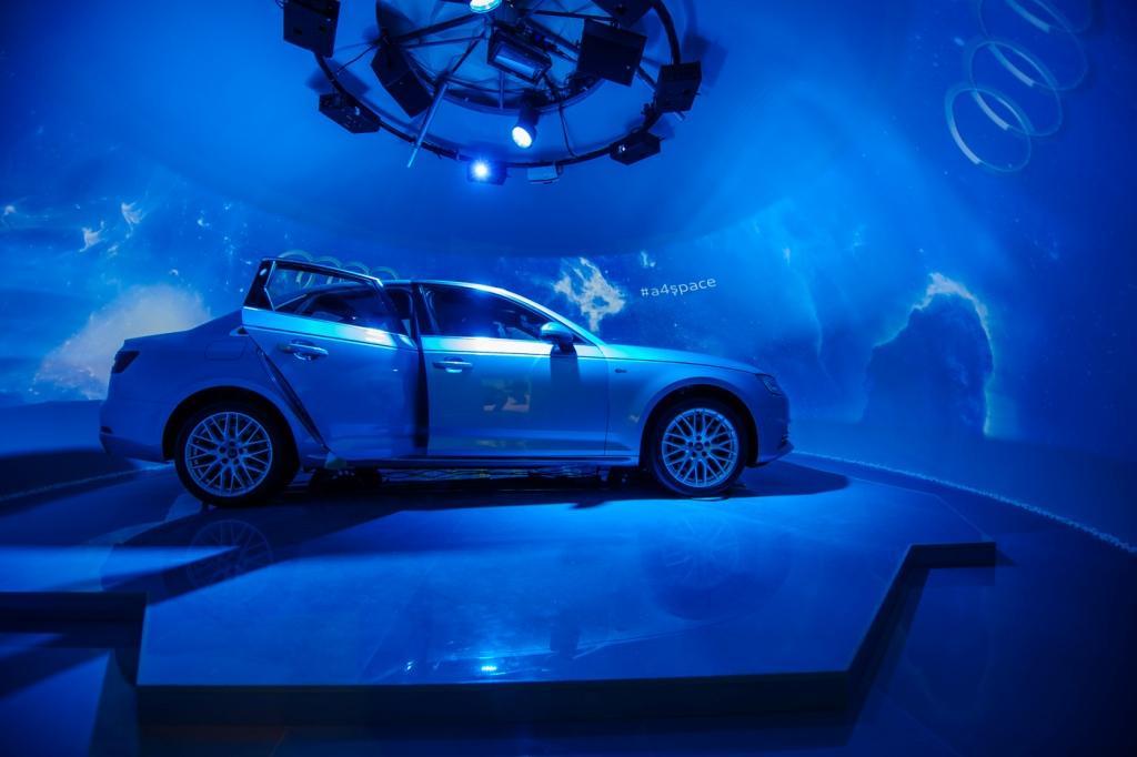 Audi презентовала в России модель A4 в формате космического тест-драйва.