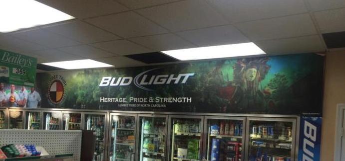 Оформление точки продаж Bud Light.