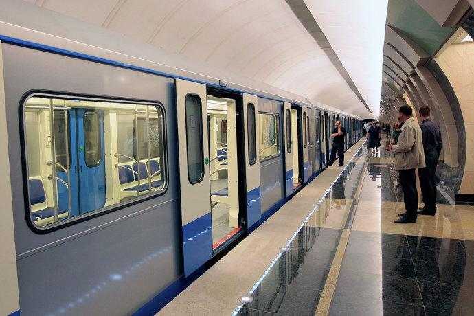 Реклама в вагонах метро обойдется столичной подземке в 17 млрд рублей.