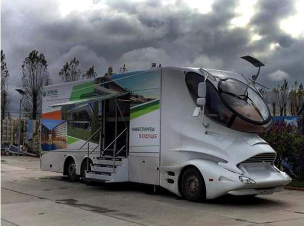 Urban Group разместила офис продаж в автобусе.