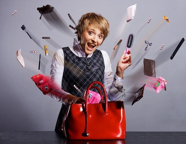 Исследователи назвали рейтинг самых популярных вещей в женской сумочке.