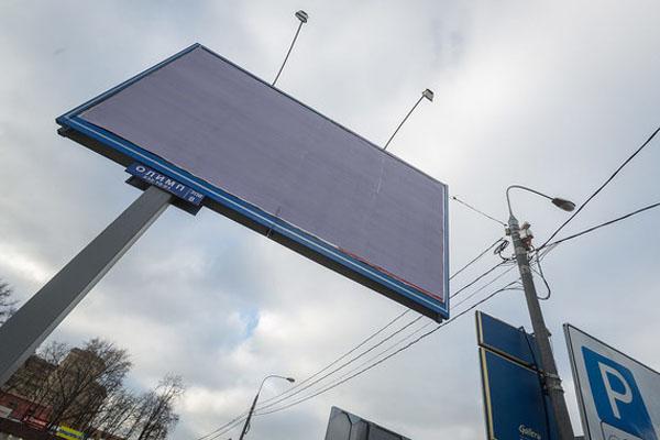 В преддверии выборов московские чиновники устанавливают собственные рекламные щиты.