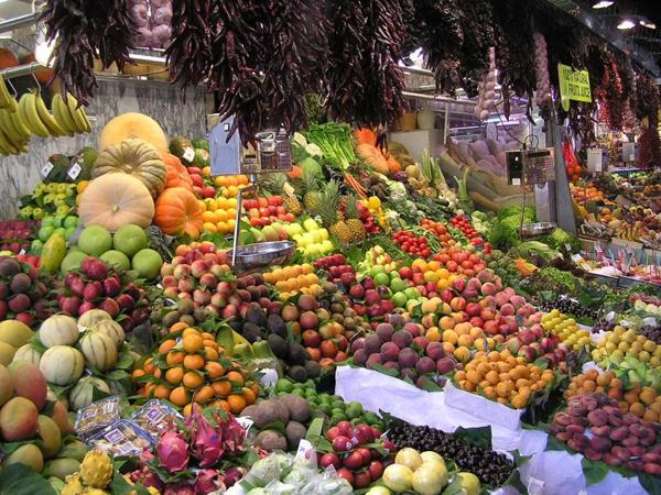 Nielsen: россияне предпочитают покупать свежие сезонные продукты на рынке.