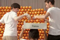 "Нестандартная реклама ""Billboard powered by oranges""  Агентство: DDB Paris  Рекламодатель: PepsiCo  Бренд: Tropicana"