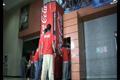 "Нестандартная реклама ""The friendship machine""  Агентство: Ogilvy Argentina  Бренд: Coca-Cola  Cannes Lions, 2011 1 место (Direct Lions (Ambient Media (Large Scale)))"