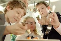 "Телереклама ""Рыба (девочка)""  Агентство: Lowe Adventa  Рекламодатель: Unilever  Бренд: Knorr"
